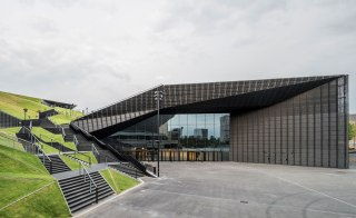 Adjacent to the iconic Spodek multi-purpose arena and neighbour to the local museum and concert hall, the new congress centre by Polish studio JEMS solidifies Katowice's transformation into a bona fide culture hub
