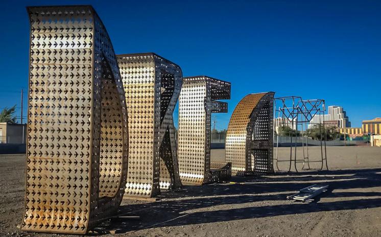 DREAM sculpture by Laura Kimpton erected in Arlington, Texas