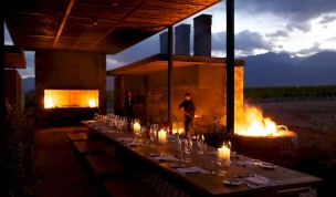 vines_of_mendoza_outdoor_dining_fire.850x500