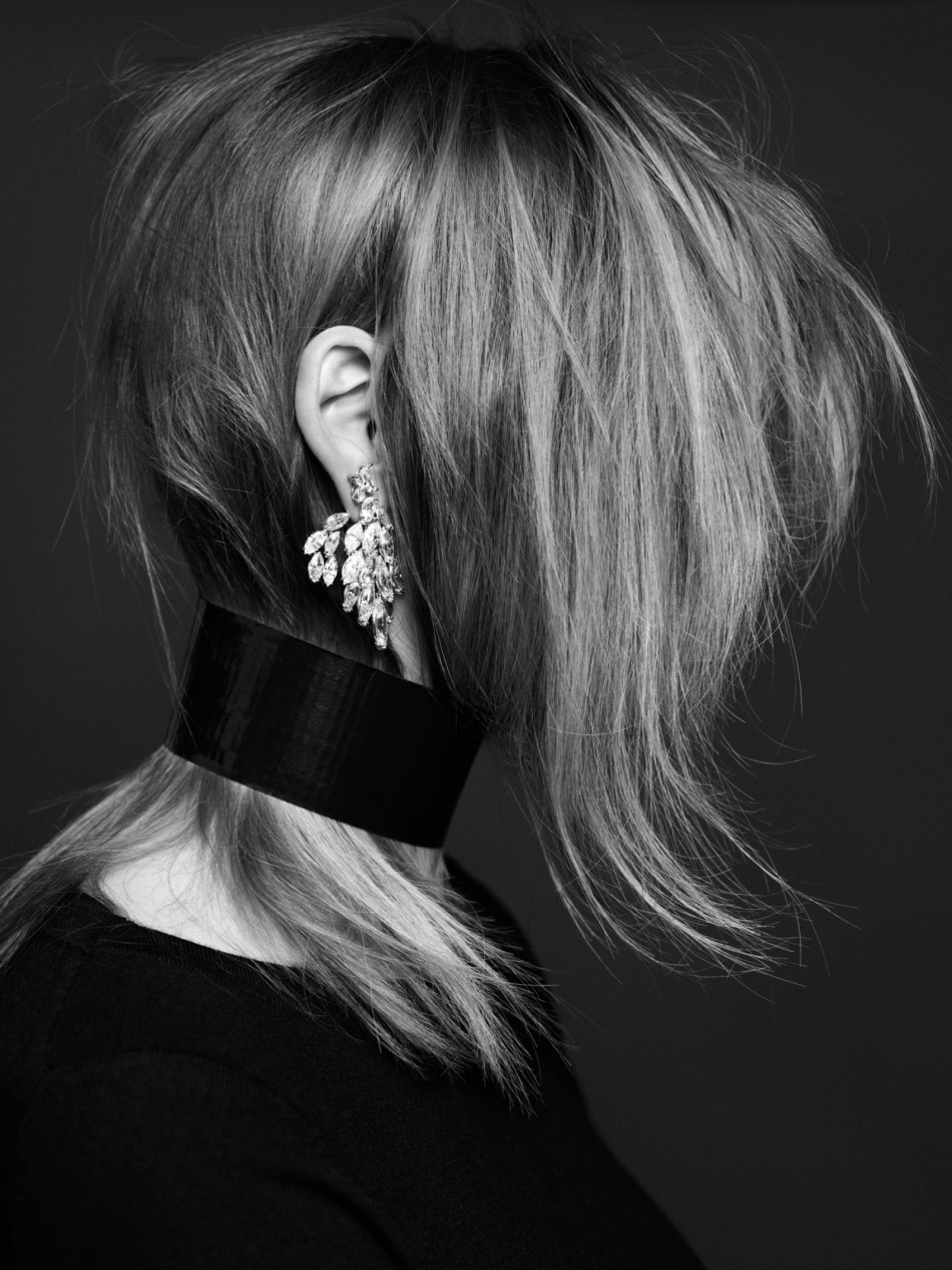 MARINE VANOUTRYVE WEARS STUD TIFFANY & CO, CASCADE EARRING REZA, SWEATER (THROUGHOUT) CARINE ROITFELD X UNIQLO