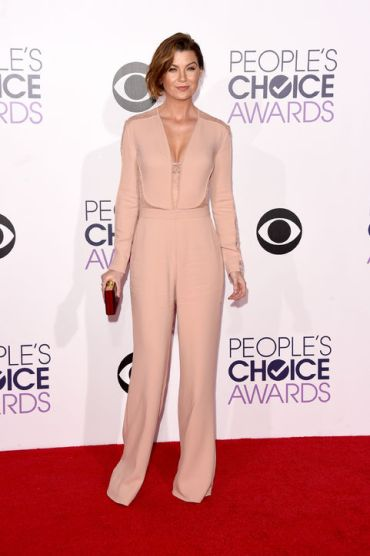Ellen Pompeo at the People's Choice Awards with Thale Blanc clutch