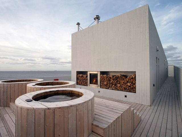 12-Fogo-Island-Inn-Saunders-Architects-photo-Alex-Fradkin-yatzer