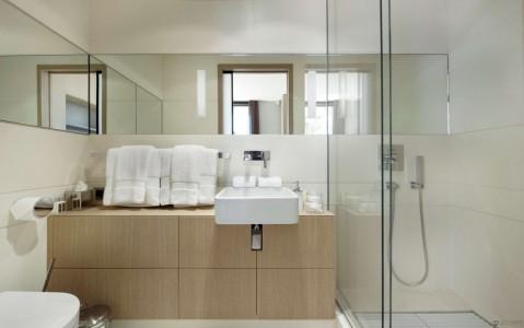 mirror-wall-very-small-bathroom-interior-design
