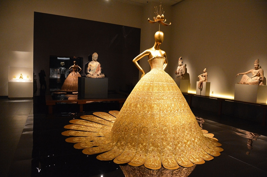 met-gala-china-through-the-looking-glass-preview-472148854.jpg