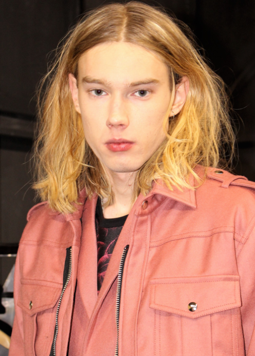 Model backstage at the Christian Pelizzari Fall 2017 Menswear show ©The Fashion Plate 2017 (Photo by Lola Montanaro)