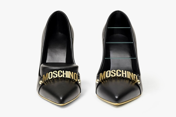 Moschino Heels Ottoman and bookshelf, Moschino Kisses Gufram capsule collection ©Moschino