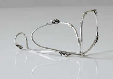 "Mice run over the Vanesi ""Graft"" bracelet in silver"