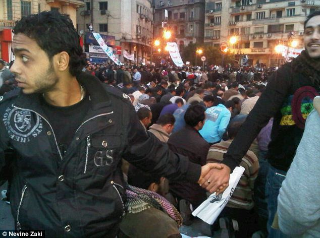 february-2011-egypt-christians-join-hands-to-protect-muslims-as-they-pray-during-cairo-protests-1