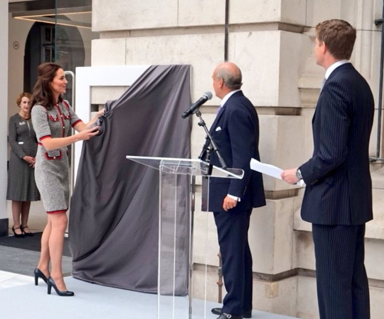 Kate-V-and-A-Gucci-Tweed-Dress-Unveiling-Plaque-Cornerstone-June-29-2017-KP
