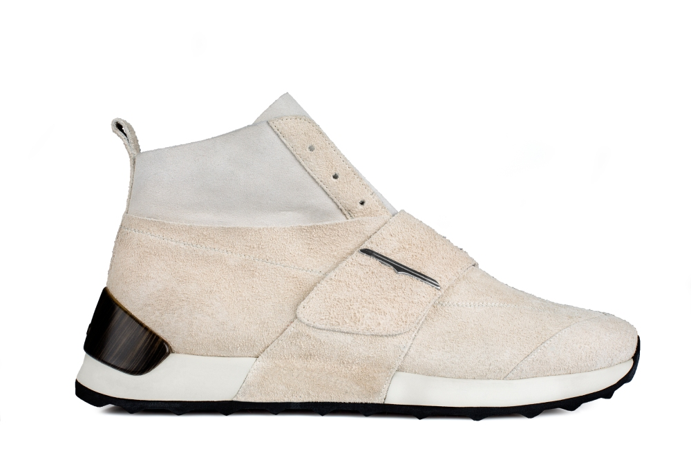 Guardiani_W18_ONESOUL concept boot_ fluffy suede white