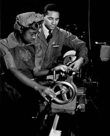 stuffmomnevertoldyou-86-2014-10-african-americans-wwii-250