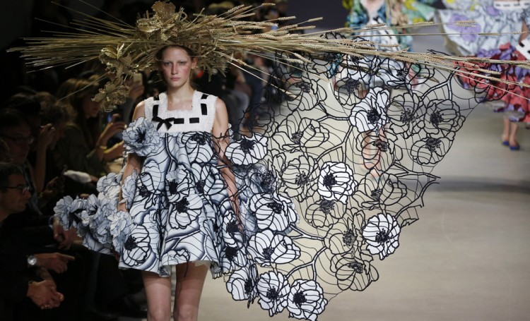 mgluxurynews-viktor-rolf-haute-couture-springsummer-2015-show.jpg