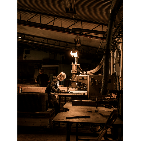 The String system being manufactured by a factory worker in the south of Sweden. (photo: Bruno Ehrs)