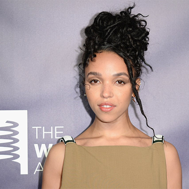 FKA Twigs on the red carpet at the Webby Awards (2018, courtesy photo)