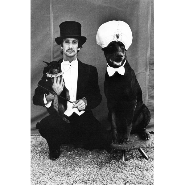 "Arlene Gottfried, ""Lloyd Steir and Dogs at the Big Apple Circus, NY 1976"", copyright Arlene Gottfried (photo: courtesy Galerie Bene Taschen)"