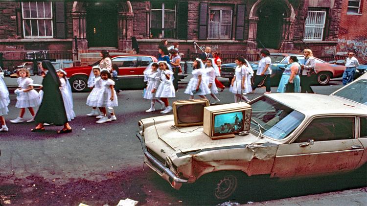 6_Arlene Gottfried_Communion, Lower East Side, NY 1985_copyright Arlene Gottfried_courtesy Galerie Bene Taschen