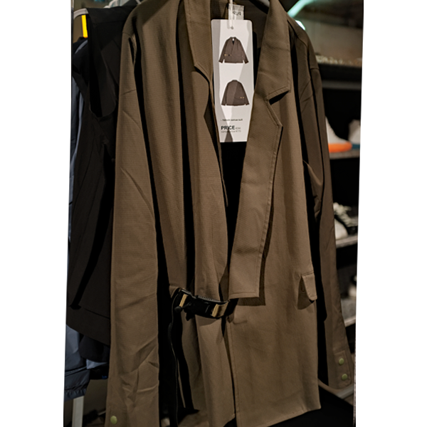 New vs. classic menswear styles: Kimono style jacket by Oqliq Spring 2020 collection (photo: Lucas Pantoja)