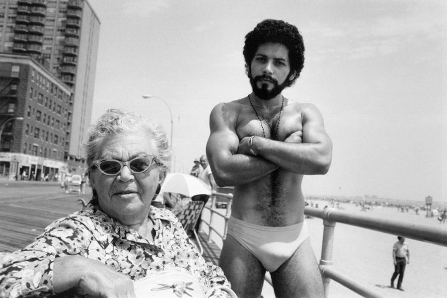 "New York photographer Arlene Gottfried, ""Angel & Woman, on Boardwalk Brighton Beach, NY 1976"", copyright Arlene Gottfried (photo: courtesy Galerie Bene Taschen)"