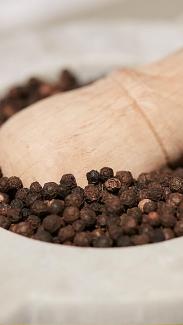 Peppercorns in Pestle & Mortar (photo: courtesy Pitti Taste)