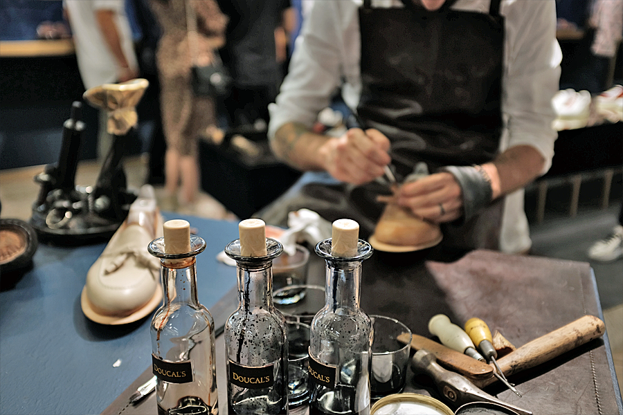 Doucal artisan at Pitti Uomo 96 (photo: Lucas Pantoja)