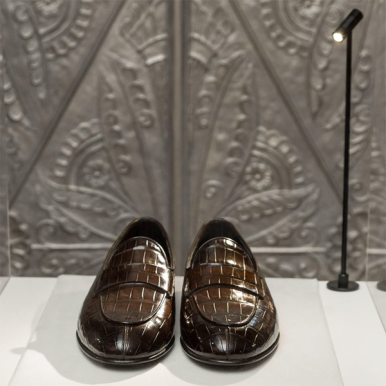 """Santoni Fall/ Winter 2019-20 shoes up for """"auction"""" during Milan Fashion Week (photo: IMAXTREE.COM)"""