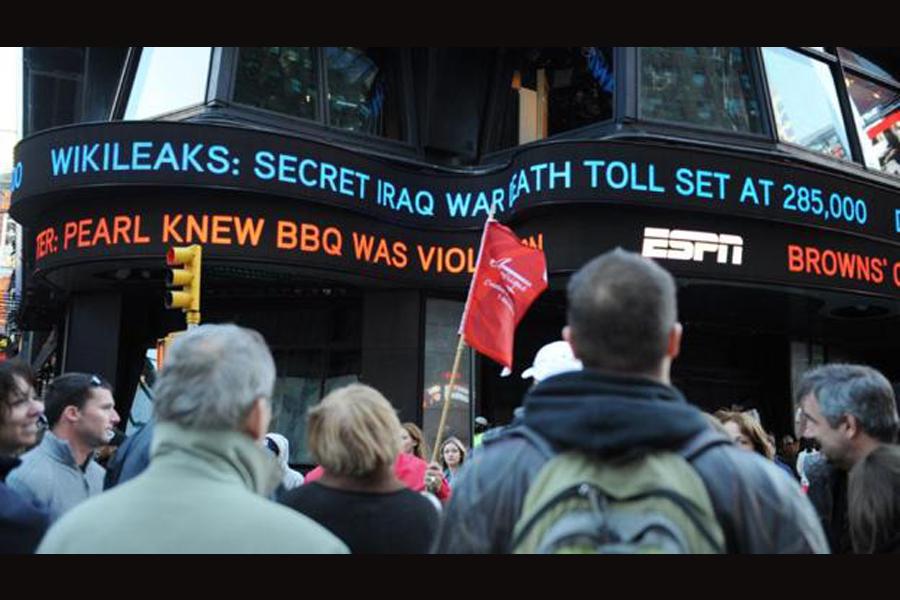 Headlines posted on a billboard. (photo: Internet)