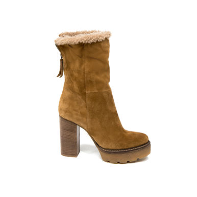 Cognac-coloured suede and shearling ankle boots with crepe platform by VicMatie ($370 USD, Photo: VicMatie)